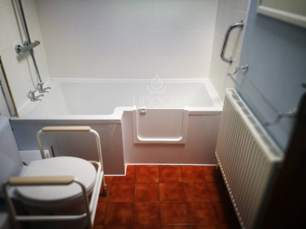 Bathtub With Plastic Or Wooden Front Panel Udoor